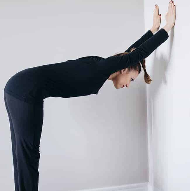 Wake-Me-Up Morning Yoga Stretches (That You Can Do in Bed!)