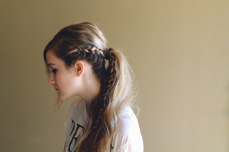 Messy braided ponytail - 11 Braided Ponytail Tutorials Perfect for Fall