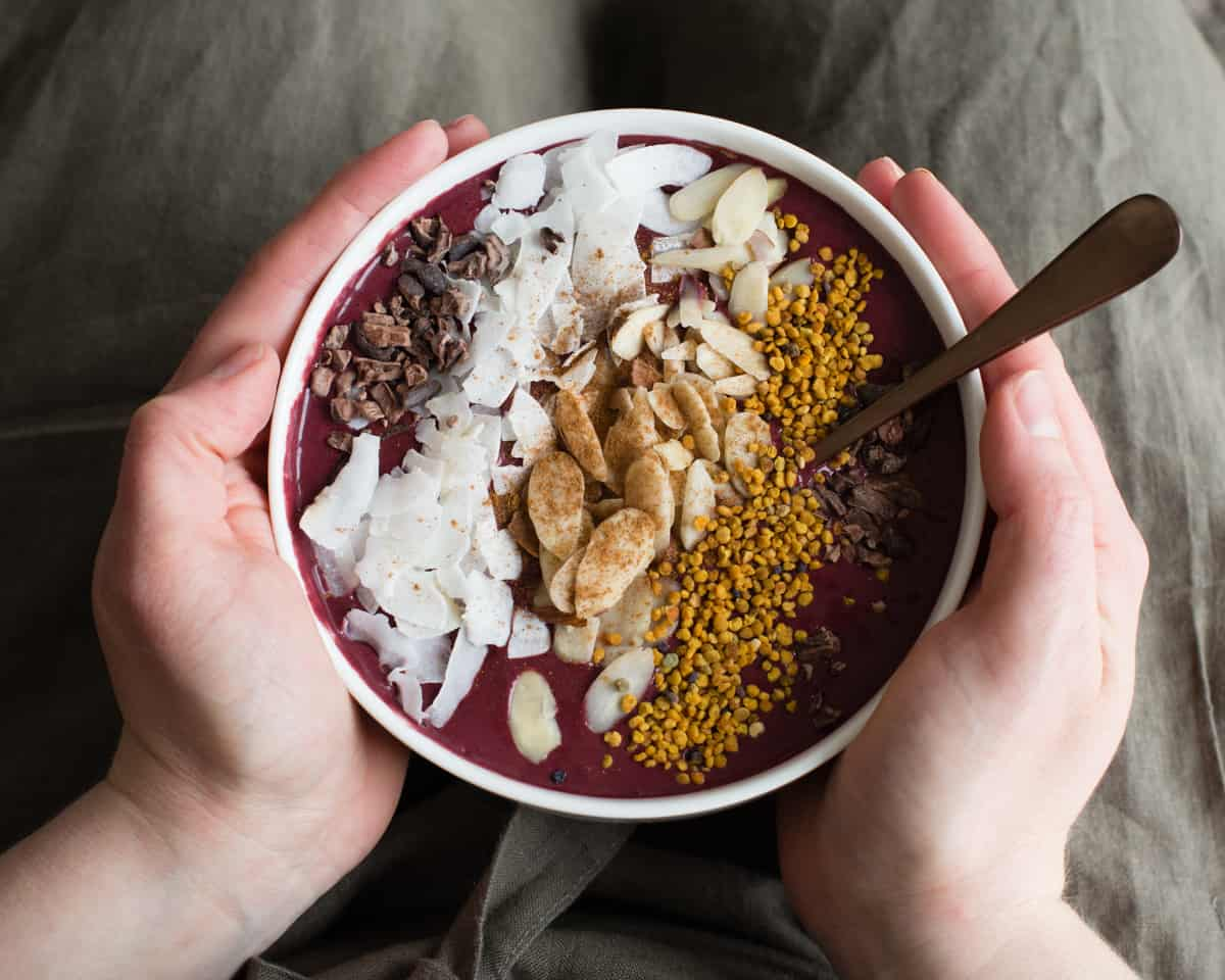 Cherry-Kale Protein Smoothie Bowl (And You Don't Need Protein Powder to Make It!)