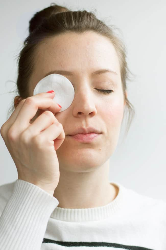 VIDEO: DIY Eye Makeup Remover Pads