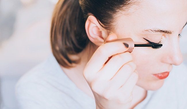How to Make Your Eyes Pop With Natural Mascara - HelloGlow.co