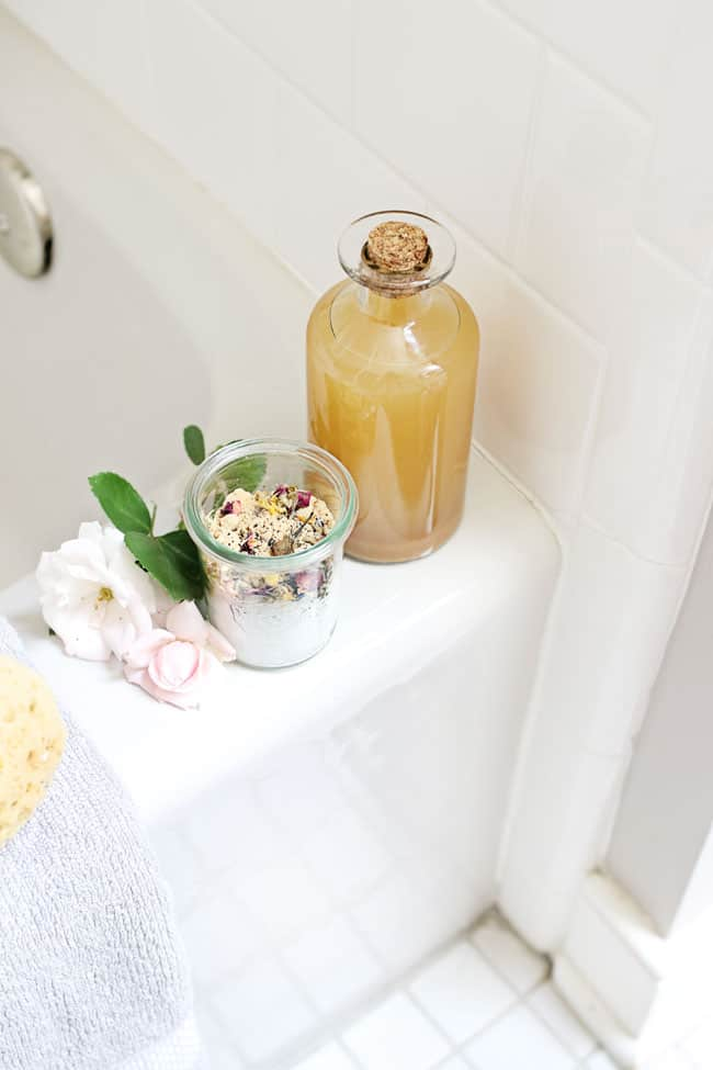4 Reasons You Should Put Apple Cider Vinegar in Your Next Bath