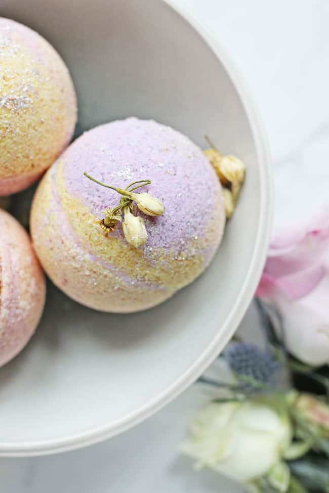 Coconut oil bath bombs