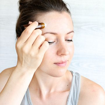 How to use essential oils for headaches, including an easy roll on recipe blend