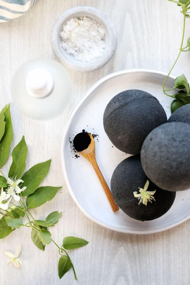 How to Make Black Bath Bombs