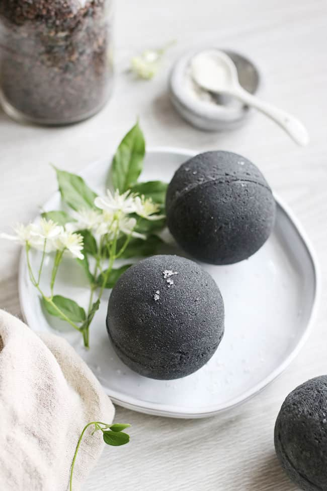 How to make bath bombs with activated charcoal
