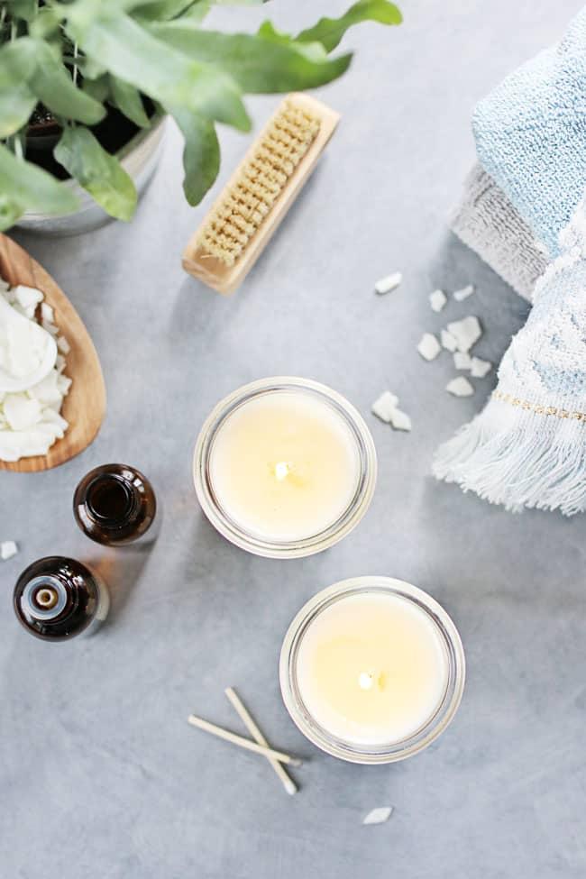 Kami akan menunjukkan kepada Anda cara membuat lilin pijat DIY yang tenang, menenangkan, dan harum untuk dipijat di ujung jari Anda kapan pun Anda mau.