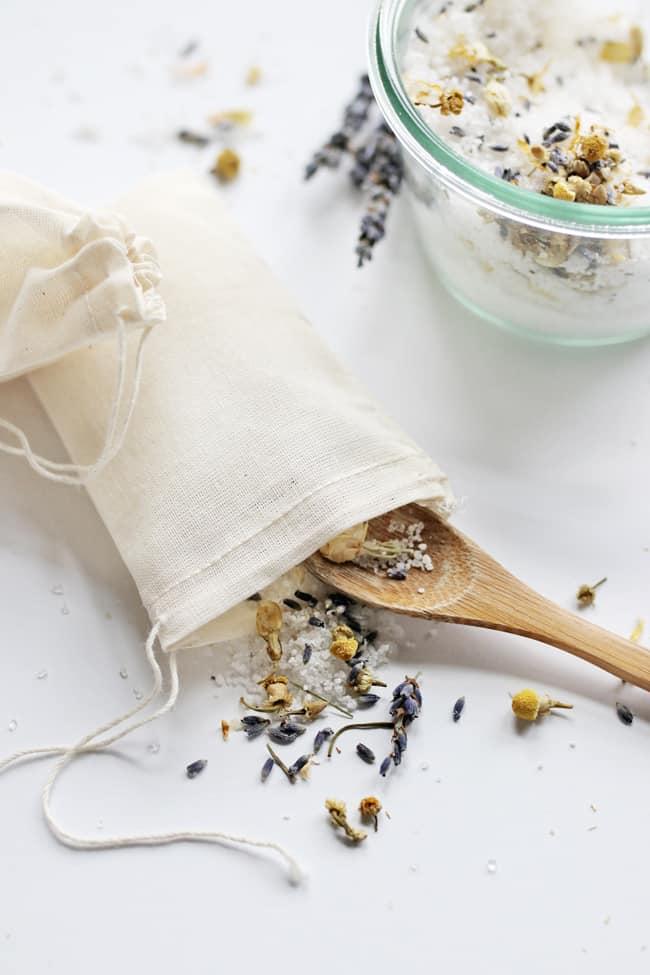 How to make herbal tub tea