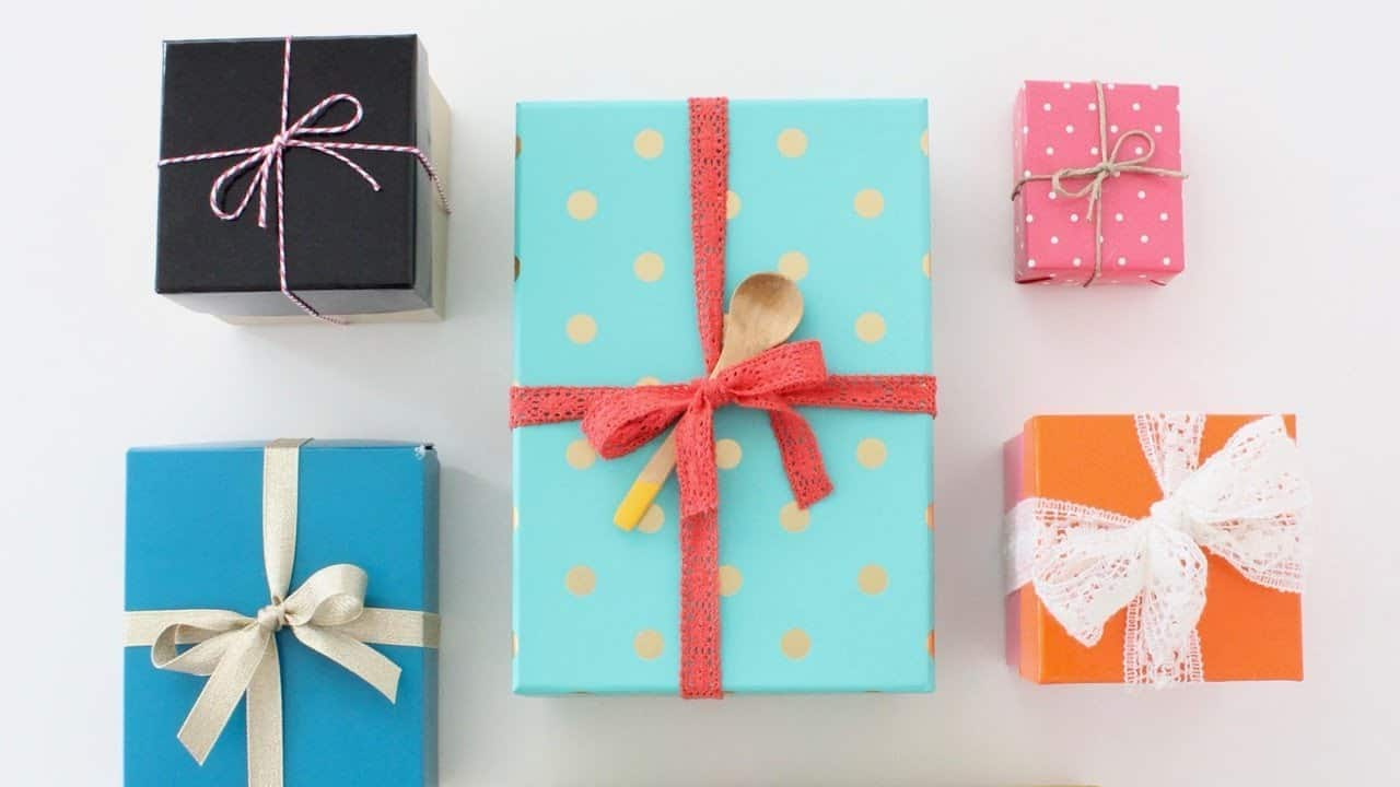 25 Gorgeous DIY Gift Bows (that look professional!) - How to Tie a Perfect Bow