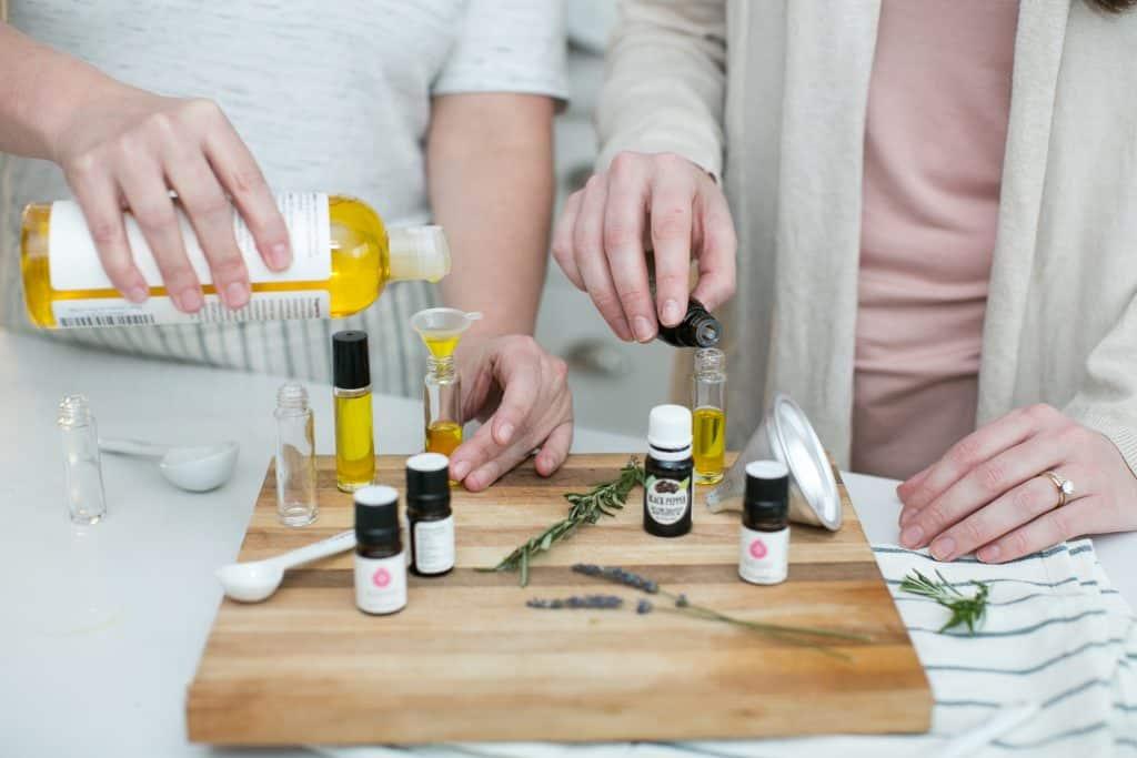 9 mezclas de aceites esenciales de romero para aliviar la aromaterapia roll-on