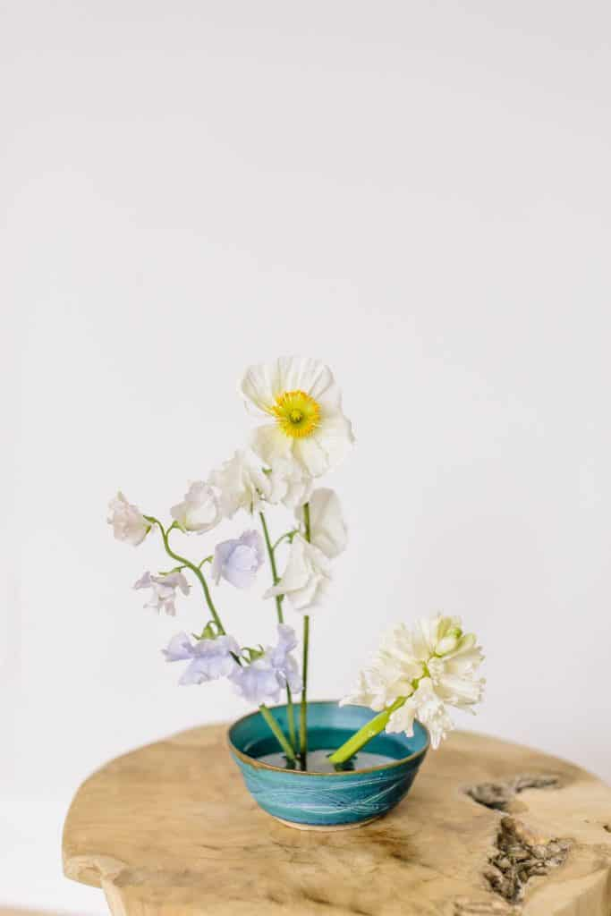 How to Create a Minimalist Ikebana Flower Arrangement