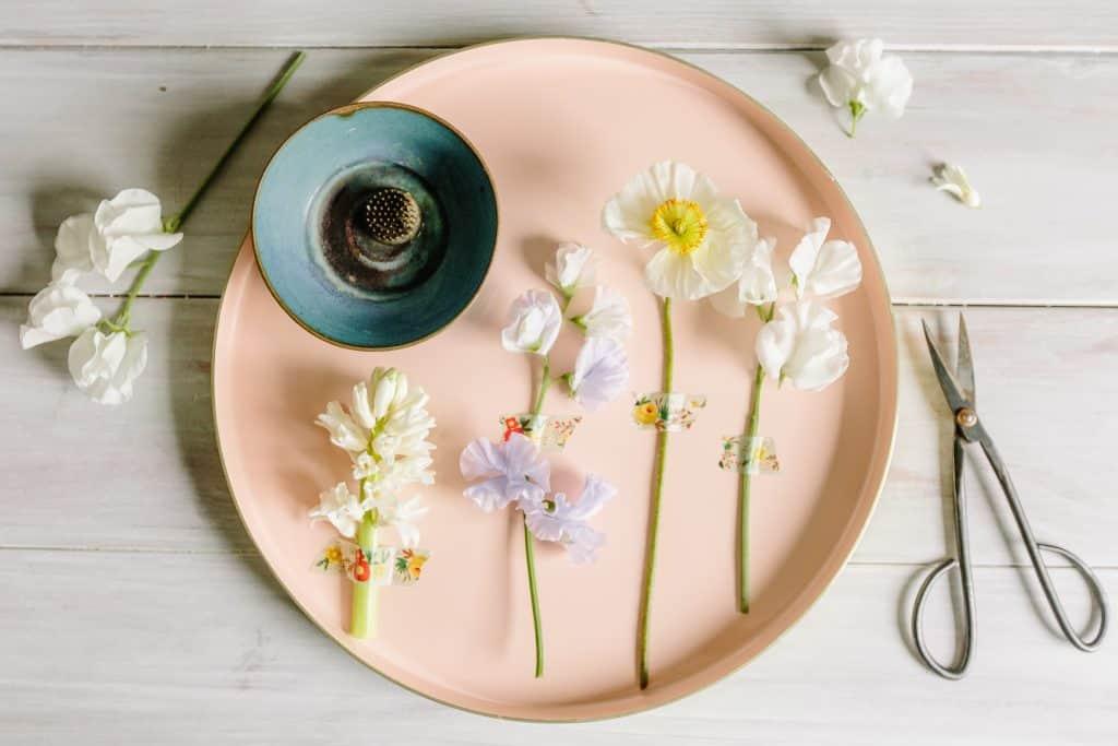 How to Create a Minimalist Ikebana Flower Arrangement