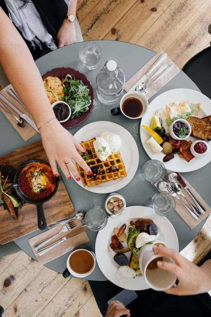 5 Nutritionist-Approved Ways to Stop Weekend Overeating