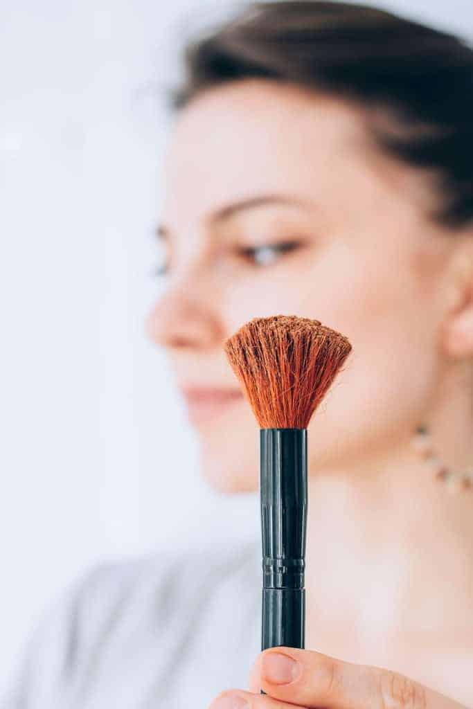 With a few simple ingredients, you can craft your own homemade contouring powder — and learn how to apply it like a pro.