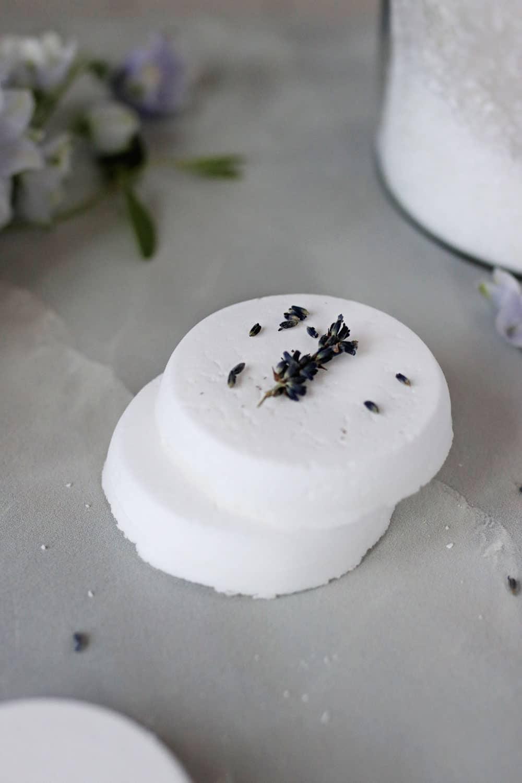 Tab Penghilang Bau Kulkas DIY Dibuat dari Minyak Atsiri