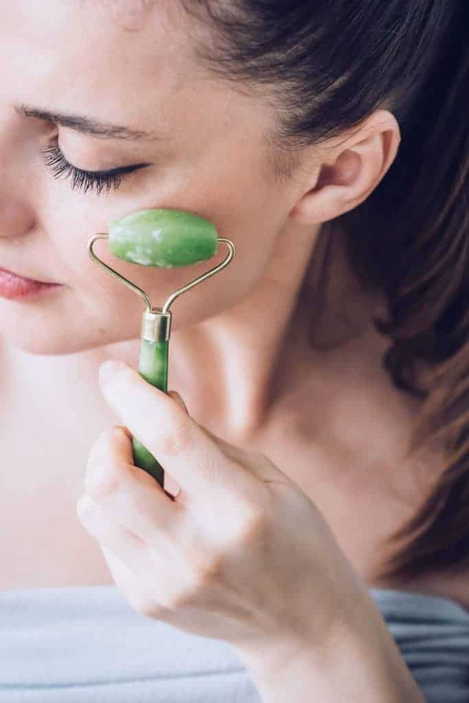 How To Use a Jade Roller for Your Face