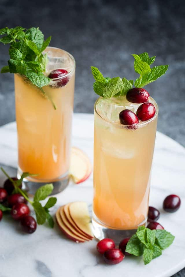 Grapefruit Ginger Spritzer dari Lauren Caris Cooks