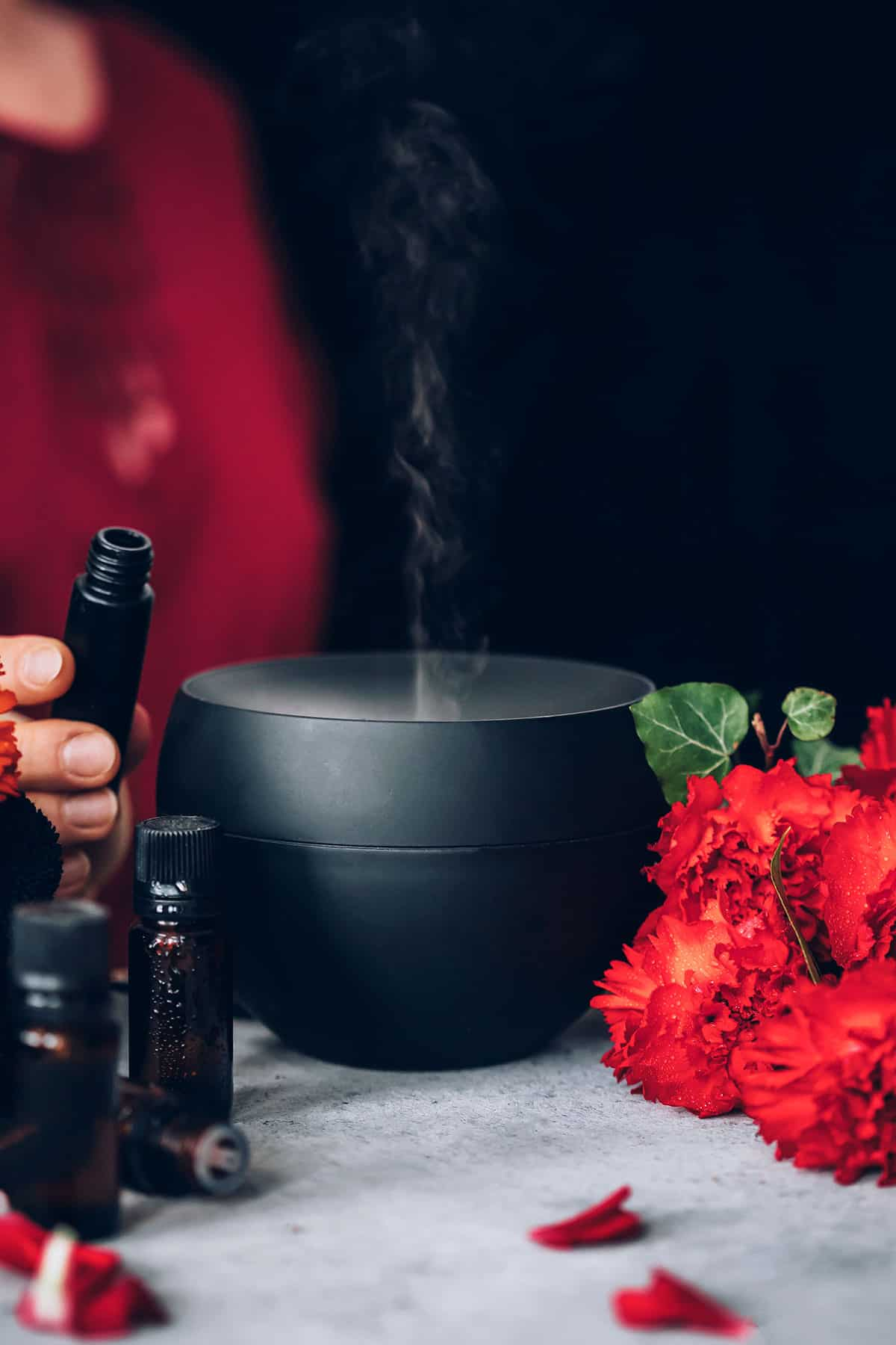 10 Aphrodisiac Essential Oils for Love and Romance | Hello Glow