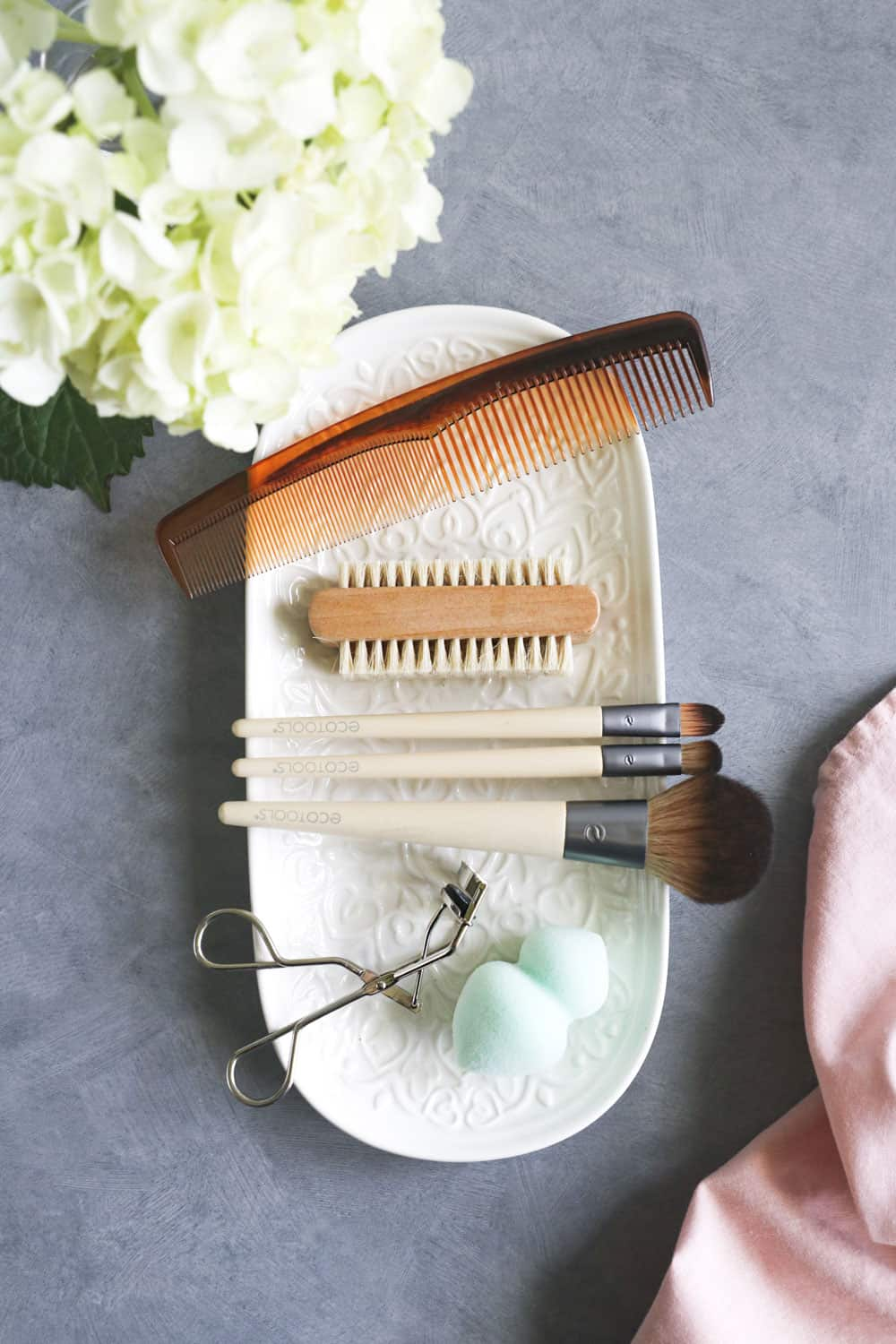 Our Ultimate Guide: How to Clean Beauty Tools