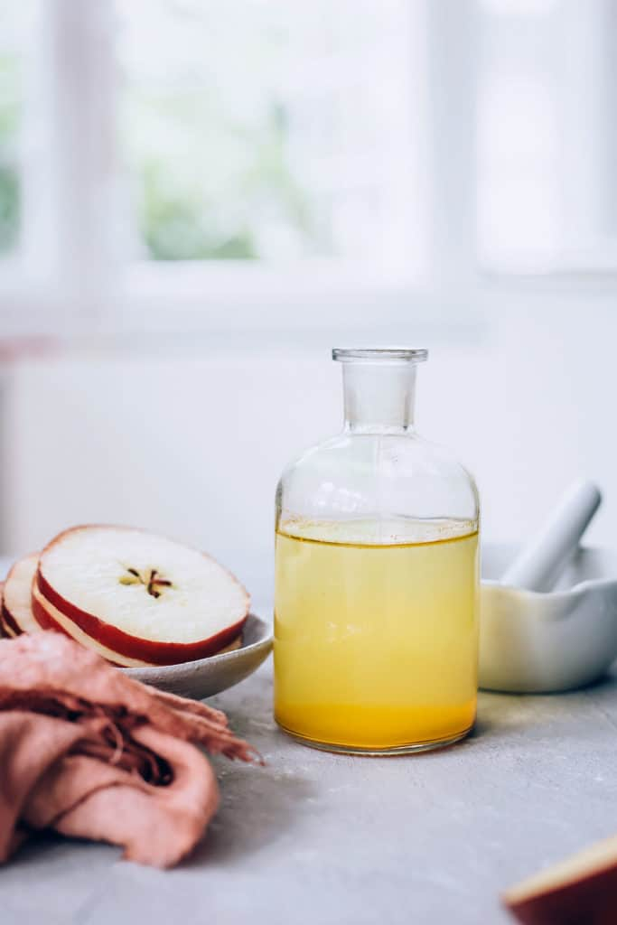 A 2-ingredient apple cider vinegar peel? Yes please. Here's how to make your own. | Hello Glow