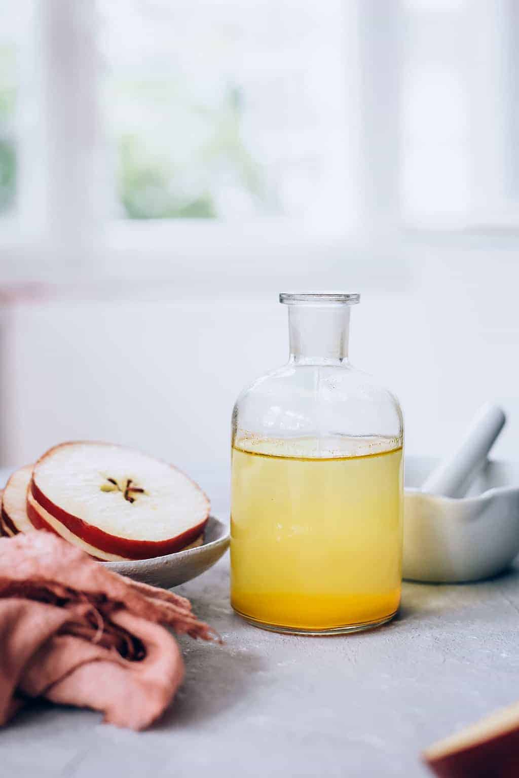 15 Kitchen Beauty Ingredients - Apple Cider Vinegar | HelloGlow.co