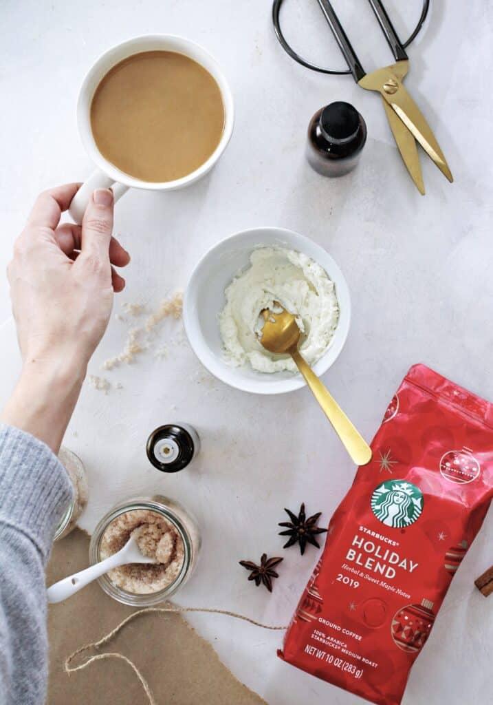 Hadiah Liburan Buatan Rumah dengan Starbucks