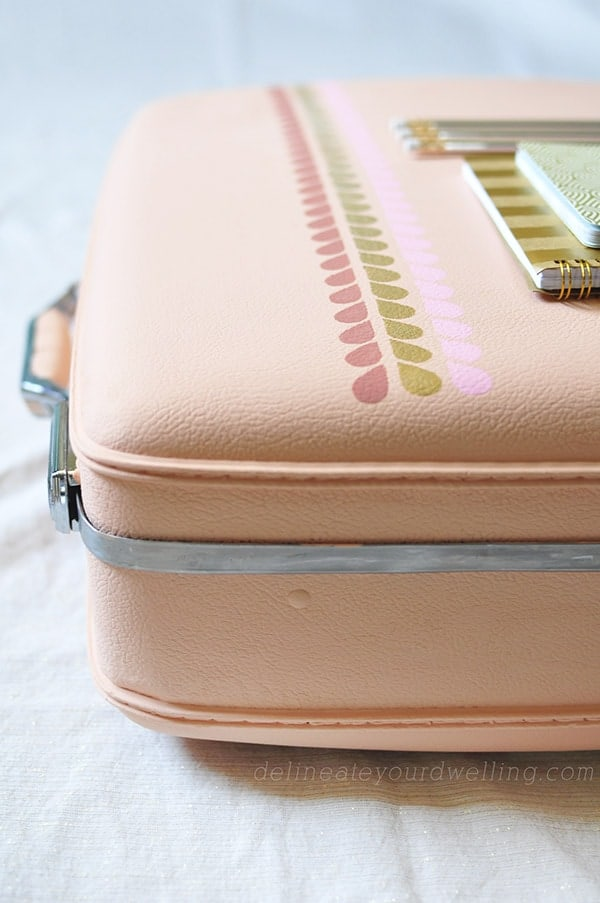 Easy Painted Luggage from Delineate Your Dwelling