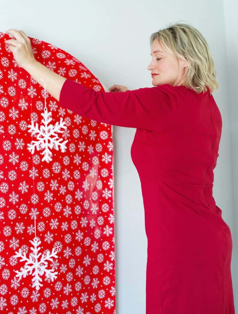 Hanging wrapping paper for a photobooth