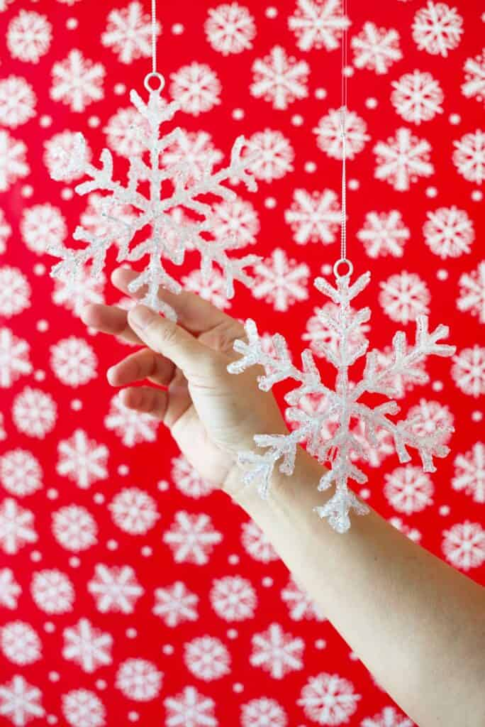 Snowflake ornaments for a DIY photobooth