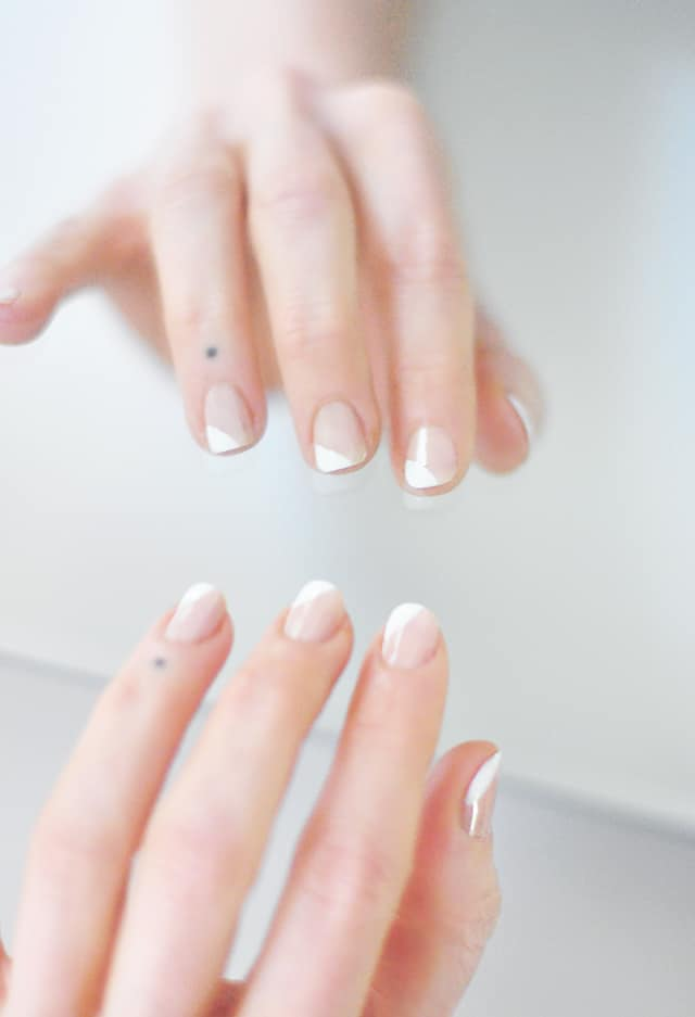 French Manicure Twist
