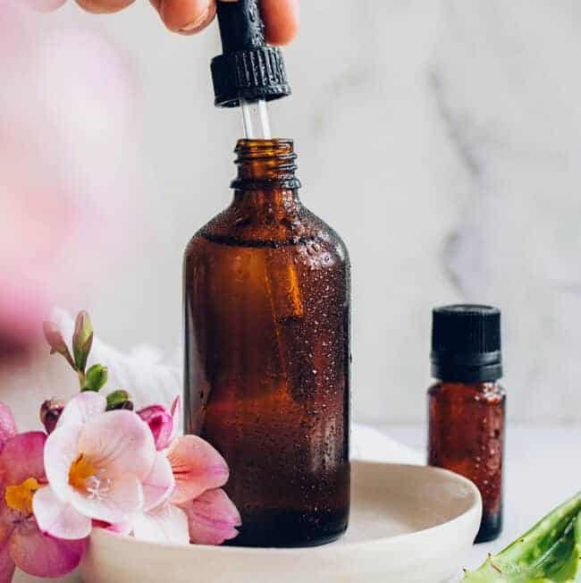Homemade Serum with Aloe and Jojoba Oil