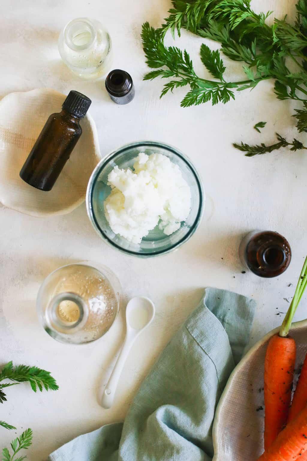 Hidratante facial natural de manteca de karité y aceite esencial