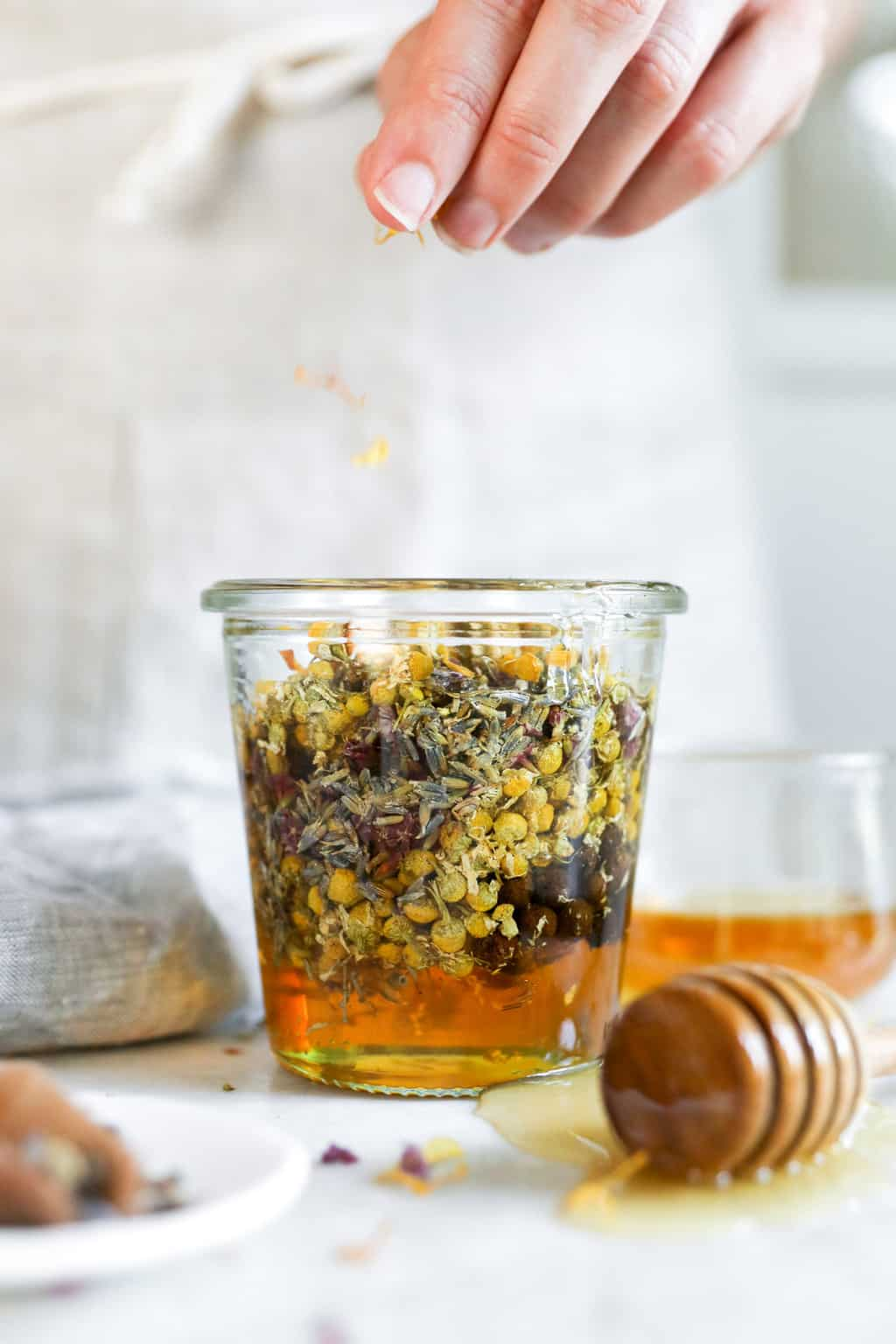 How to make infused honey by using herbs and spices