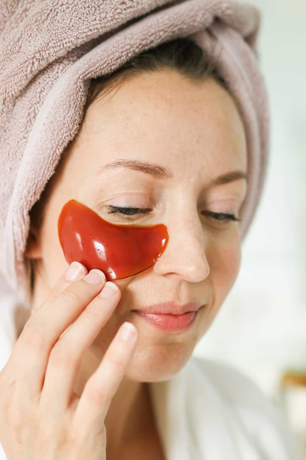 These homemade gel eye mask patches are loaded with pomegranate and rose hip seed oil to hydrate, plump and get rid of those pesky eye bags.